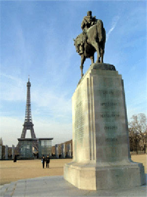 A statue and the Eiffel Tower